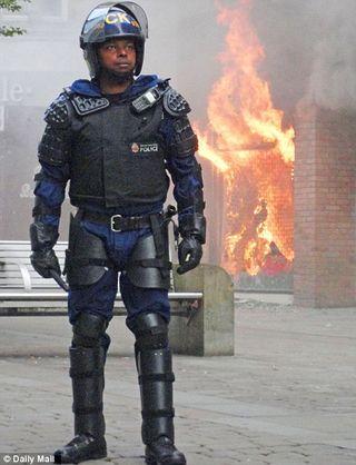 London-rioting-aug-9-3