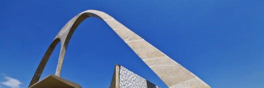 50a13962b3fc4b7d080000c2_the-complete-works-of-oscar-niemeyer_arco_da_apoteose_-_cidade_olimpica-528x177